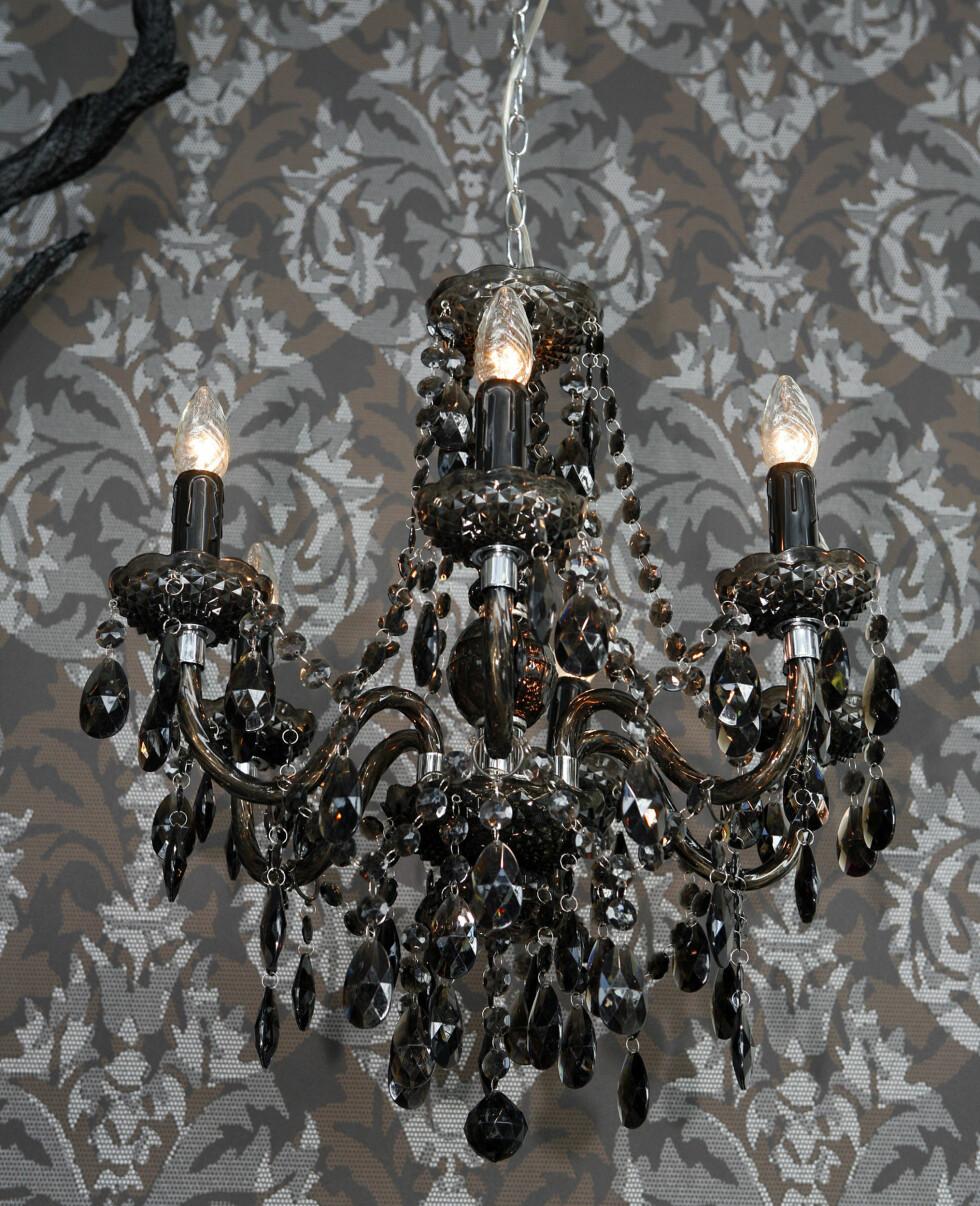 Lampe fra Globen. Tapet fra Astex Decoration.  Foto: Per Ervland