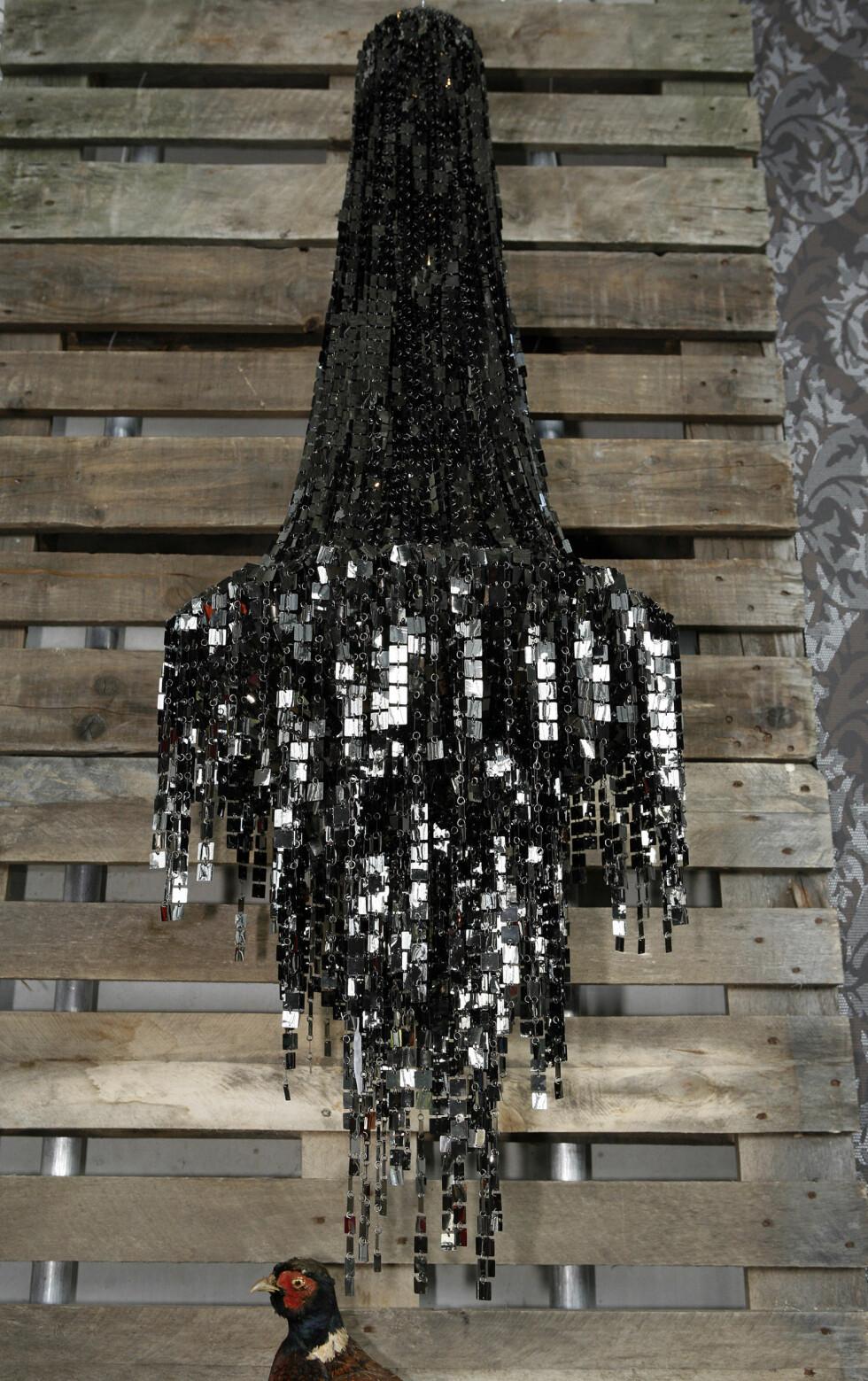 Lampe fra ShiShi, tapet fra Astex Decoration. Foto: Per Ervland