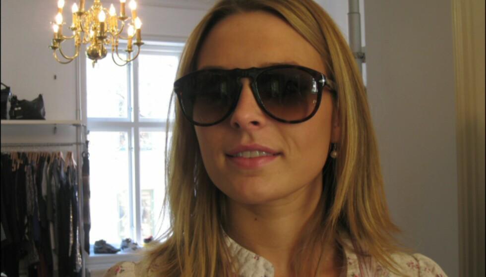 Italienske Persol satser knallhardt på det norske markedet i år. Denne originale modellen kan minne litt om Ray Bans Wayfarer-briller, og kjennetegnes blant annet ved karakteristisk sølvspiss på siden av brillene. Pris: 1920 kroner. Foto: Elisabeth Dalseg
