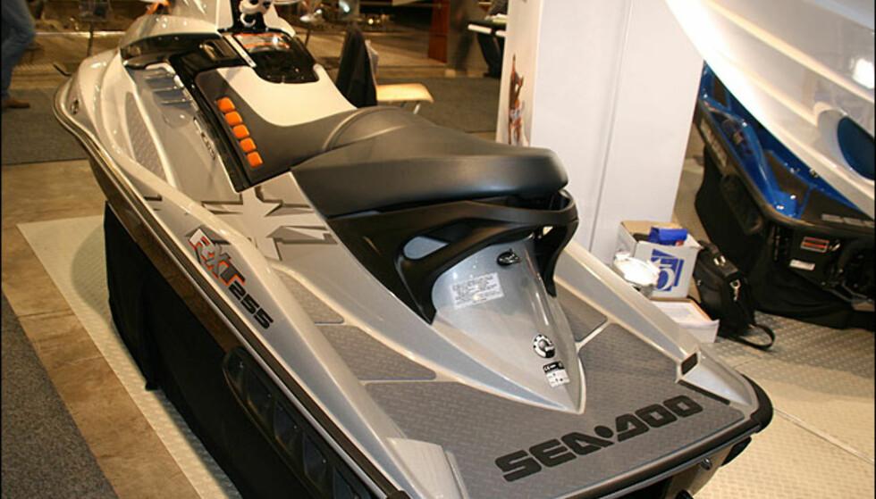 Sea Doo RXT 255. 255 er antellet hestekrefter. Denne er CE-merket som båt og kan kjøres lovlig i Norge.