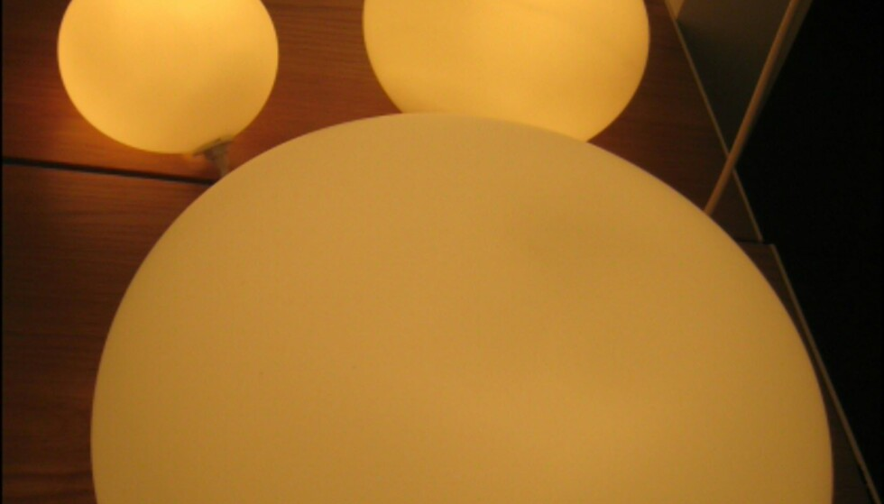 Lampen globus i ulike størrelser fra Scan Lamps.