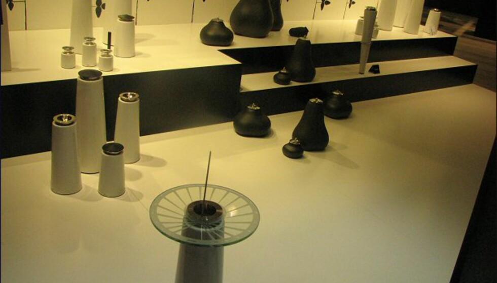 """Nye utendørslamper fra Menu. I forgrunnen ses """"soluret"""", som også er en produktnyhet."""