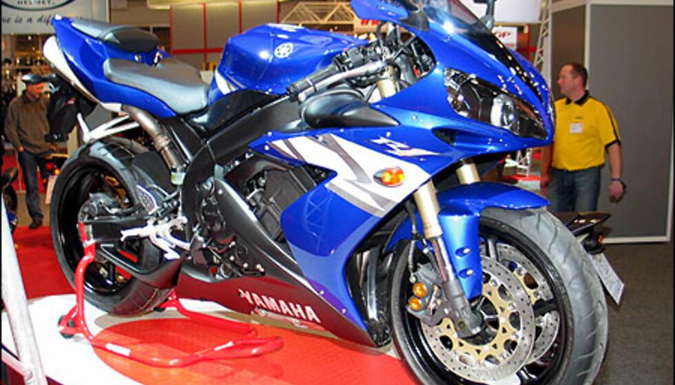 Yamaha R1 er siste nyhet i supersportklassen på 1000 kubikk. Motoren yter 180 hestekrefter og sykkelen koster 209.600 kroner.