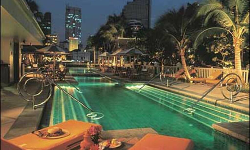 Bassenget på The Peninsula i Bangkok - verdens beste hotell ifølge leserne av Travel + Leisure.