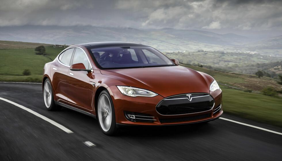 OPPDATERT: Teslaeiere som kjøpte bilen etter oktober 2014 vil snart få enda en ny oppdatering og sikrere hverdag. FOTO: TESLA/SPLASH