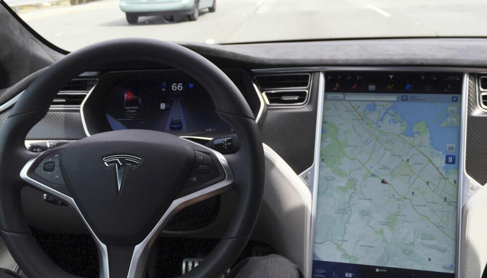 SKAL BLI SIKKER: Ved hjelp av både radar og kamera skal bilene nå se og hindre kollisjon med flere objekter. FOTO: REUTERS