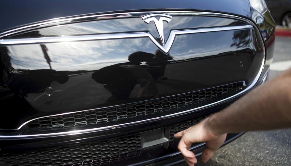 RADAR: Radaren sitter foran bilen, og skal nå kunne se under bilen foran, selv hvo FOTO: REUTERS