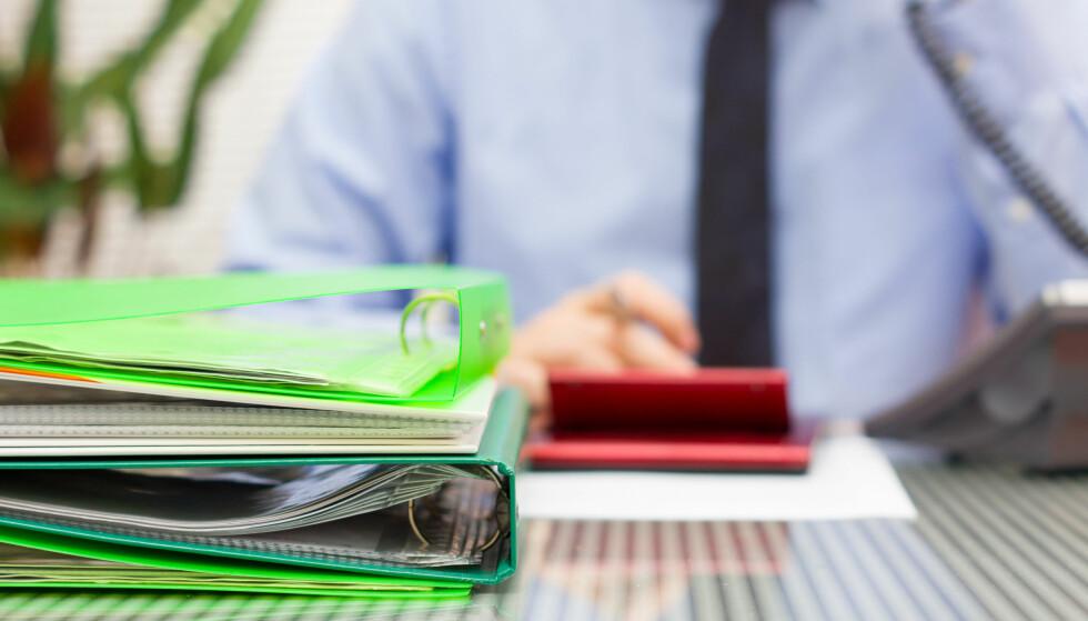 PÅLAGT OVERTID: Mange arbeidstakere pålegges å jobbe ekstra, uten at de i praksis har en stilling som tilsier det.