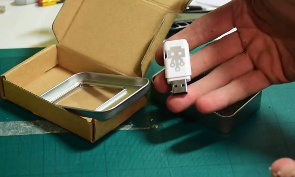 KAN ØDELEGGE: Ifølge skaperne av USB Kill er det kun Apple-maskiner av nyere dato som kan motstå et angrep med denne USB-pinnen. Foto: USBKill.com