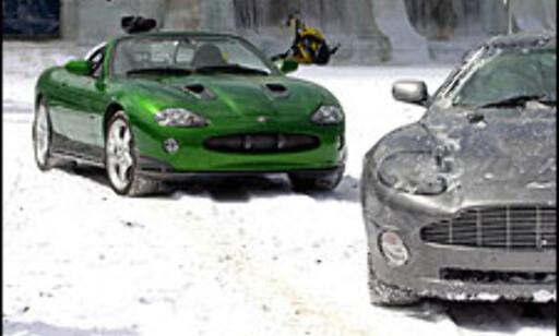 Jaguar XKR og Aston Martin Vanquish.