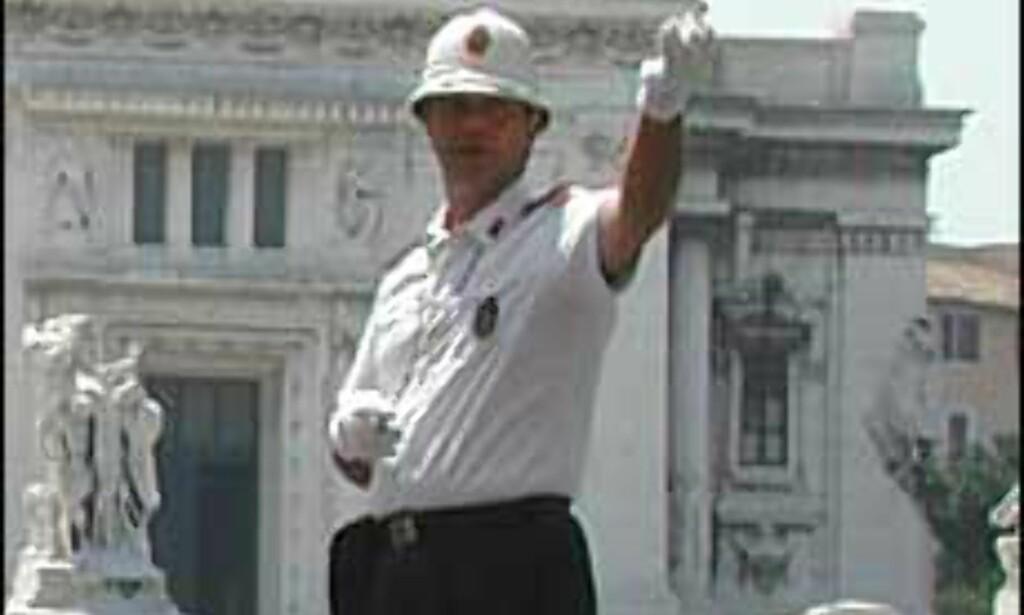 <I>Illustrasjonsfoto, politimannen på bildet har ingen forbindelse med de omtalte historiene.</I>