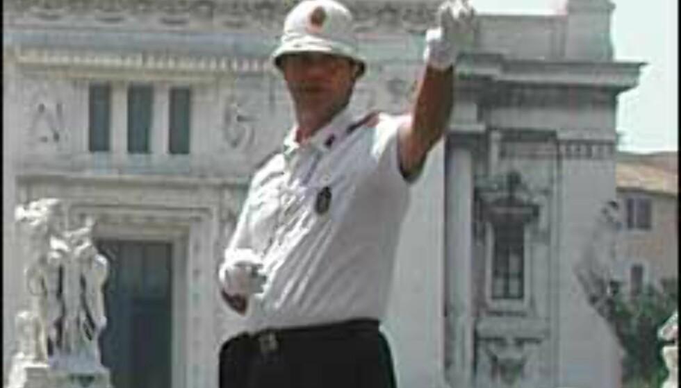 Illustrasjonsfoto, politimannen på bildet har ingen forbindelse med de omtalte historiene.