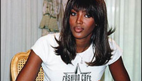 Naomi Campbell sverger til Hotel Arts i Barcelona. Foto: Fashion-cafe.com