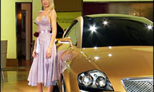 image: Dyre biler og sexy jenter i Barcelona