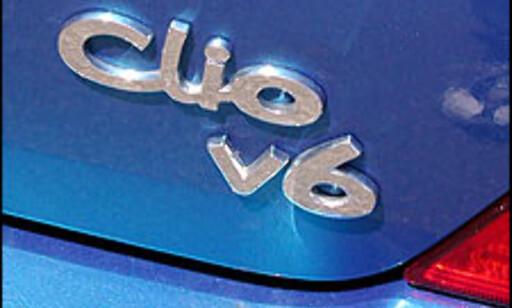Clio V6: En logo som lover aggressive kjøreegenskaper.