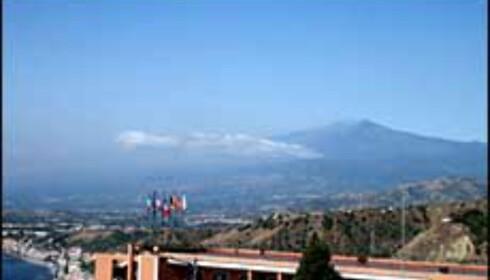 Upåklagelig utsikt til fru Etna fra Taormina. Foto: Stine Okkelmo