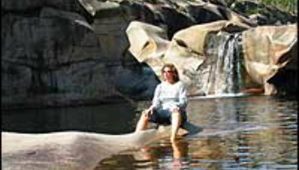 Badedam skapt av vann og stein.