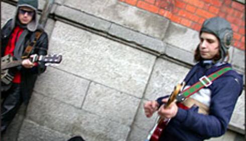 Disse gutta remjer Jimi Hendrix-låta Hey Joe i Tempel Bar. Morgendagens U2?  Foto: Inga Holst Foto: Inga Holst