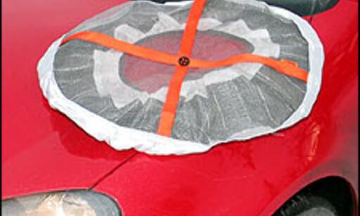 Autosock koster 599 kroner og selges via bensinstasjoner og ledende bilrekvisitaforretninger.