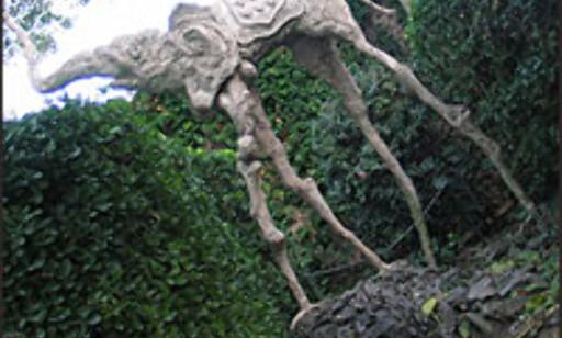 Elefant på flueføtter. Her fra Casa-Museo Castillo Gala Dalí i Púbol.  Foto: Inga Holst Foto: Inga Holst