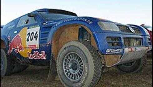 VELLYKKET DEBUT: Volkswagens Jutta Kleinscmidt klarte til slutt å ta seg inn til en 17. plass. Lagkamerat Saby hadde ingen problemer med sin Touareg og tok sjetteplass.