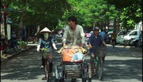 Binh lengter vekk fra Ho Chi Minh. Vi lengter dit. Foto: Roland Neveu