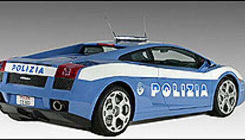 Italiensk politi kjører Lamborghini