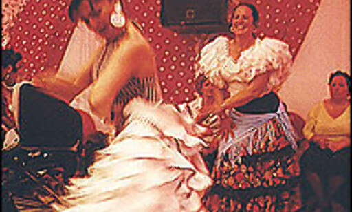 Andalusisk kvinne danser rumba på Feria de abril i Barcelona.  Foto: Inga Holst Foto: Inga Holst