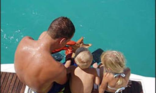 Erling David-Andersen (29) studerer sjøstjerner i Venezuela sammen med barna Hedvig Marie (5) og Jan Arthur (2).  Foto: Privat Foto: http://www.home.no/seiltur/ - ikke til gjenbruk
