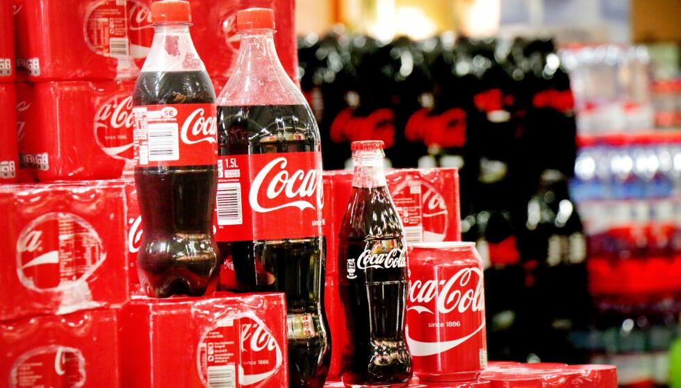 <strong>STØRST ER BEST:</strong> Det er kanskje ingen overraskelse at det lønner seg å kjøpe store flasker. Men visste du HVOR stor prisforskjellen er?