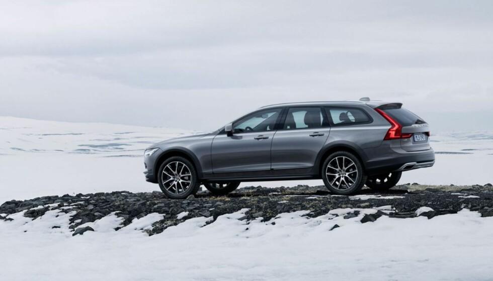 VI SER FREM TIL Å TESTE DENNE I DINSIDE: Slik ser nye Volvo V90 Cross Country ut. Sjekk prisene nederst i artikkelen. FOTO: VOLVO