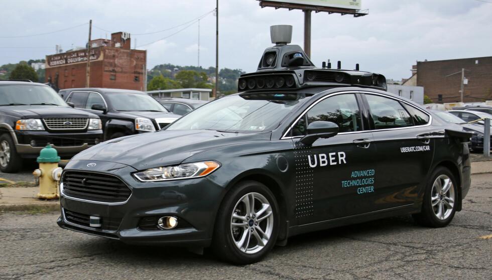 AUTONOM UBER: Med radar, laser og mengder av kamera montert rundt bilen kan denne Forden kjøre førerløst i Pittsburgs gater. FOTO AP
