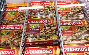 image: Så mye billigere er pizzaen i Sverige