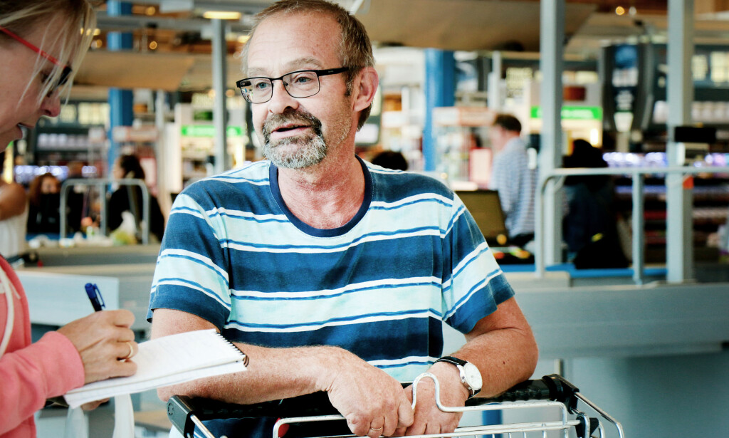 HANDLER I SVERIGE EN GANG I MÅNEDEN: Arvid Isebakke handler jevnlig i Sverige, og tipser om billigere kjøttpålegg, grønnsaker, egg og brus. Foto: OLE PETTER BAUGERØD STOKKE