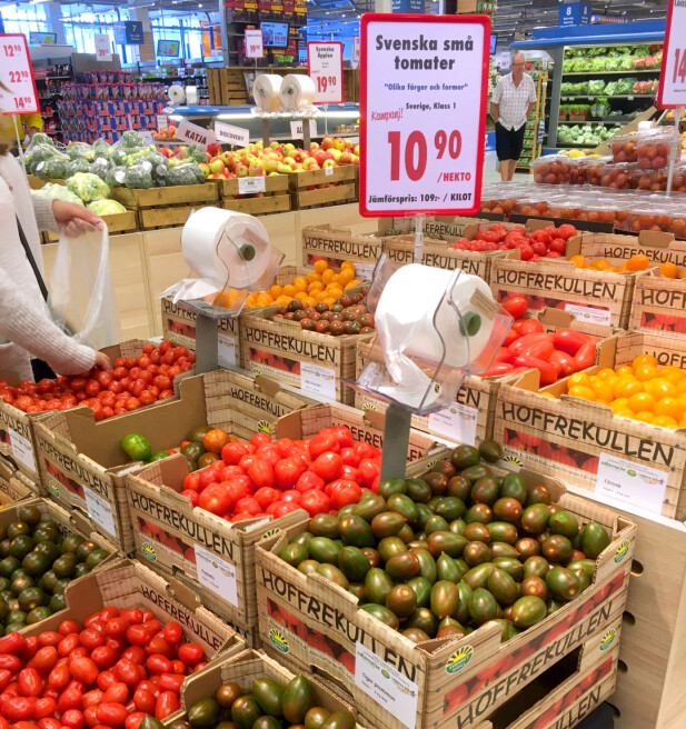 MYE Å SPARE PÅ FRUKT OG GRØNT: Vi fant store prisforskjeller på frukt og grønt - og et mye bredere utvalg - som her et vell av småtomater i løsvekt. Foto: KRISTIN SØRDAL