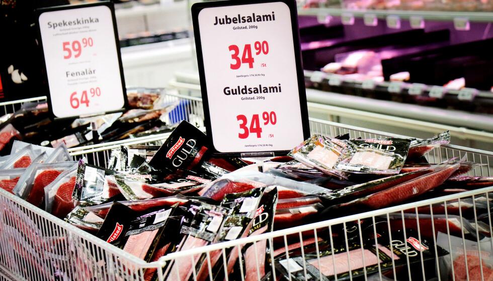 BILLIGERE SALAMI: Grilstad produserer påleggspølser for det norske markedet i Norge, og for det svenske i Sverige. Det er en av forklaringene på at både Jubelsalami, Gullsalami og Pepperoni er billigere i Sverige enn i Norge: Det er faktisk tilnærmet halv pris i Sverige. Foto: Ole Petter Baugerød Stokke