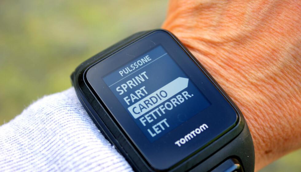 SLIK FÅR DU FORMSTIGNING: En enkel pulsklokke som kan gi deg tilbakemelding om du trener i riktig pulssone, kan hjelpe deg til bedre form. Trener du alltid sånn midt i mellom vil du ikke bedre formen. Foto: Kristin Sørdal