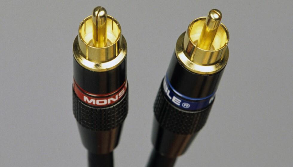 VELG RIKTIG KABEL: Gir gullbelagte kabler bedre lyd? Vil dyre kabler gi bedre lyd og bilde? Mange blir lurt, mener artikkelforfatteren.  Foto: Signe Dons / Aftenposten