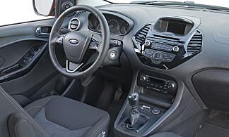 MODERNE: Enkel, men greit utstyrt til å være en innstegsmodell - slik presenteres Ka+ av Ford. Foto:Ford