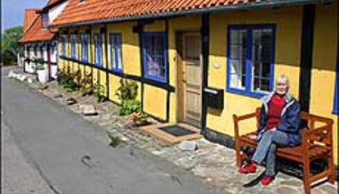 Fothvil på en benk i Gudhjem. Foto: Karoline Brubæk