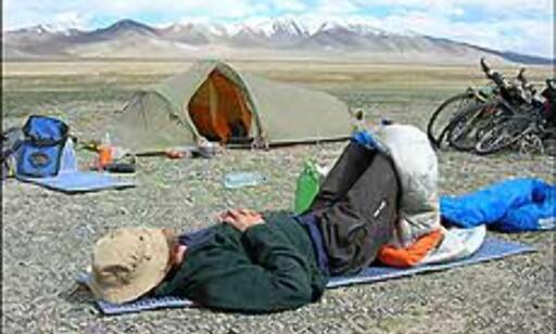 Hvile- og akklimatiseringsdag for Jardar i påvente av Tangula-passet. Foto: Sykkelekspedisjon2005