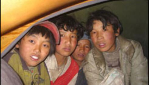Roen varer ikke lenge og vi får besøk av tibetanske gutter og tiggere som forstyrrer oss til langt på natt.
