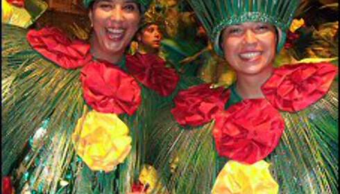 Søstrene Katia og Iara har reist fra Sâo Paulo for å være med på karnevalet i Sambadromen.
