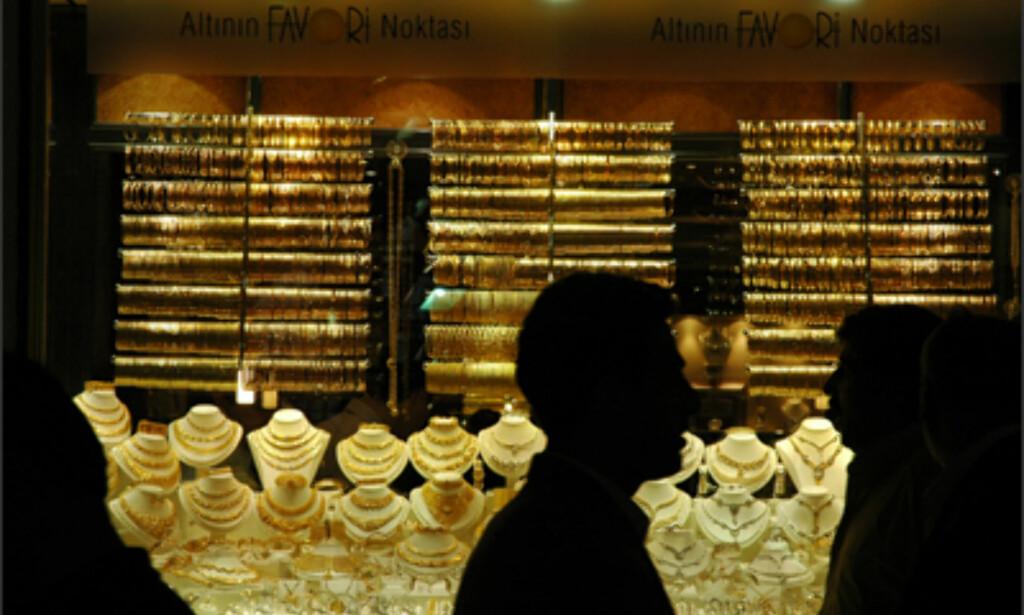 Gull selges også i barrer på Grand Basar ...