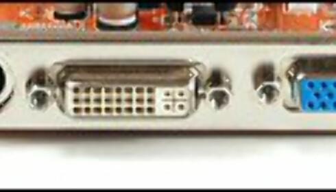 Typiske kontakter på et grafikkort. S-Video, DVI og VGA.