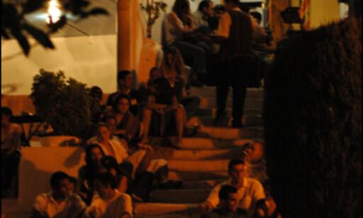 Den velkjent trappen opp til Café des Nattes fylles med tunisisk ungdom og kunstelite på kveldene.