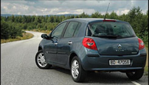 Clio III har ørlite av Megane ved seg, men er i hovedtrekk en lav, diskret og konservativ formet bil.