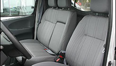 Alle Hiace varebil har tre seter på en seterad.