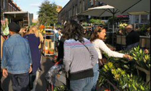 Trengsel på Colombia Road Flower Market.