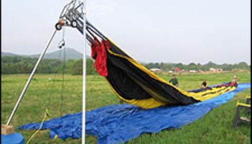 Spiler bidrar til å holde fasongen på ballongen. Foto: personalblimp.com
